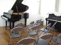親和楽器 グランドピアノ練習室